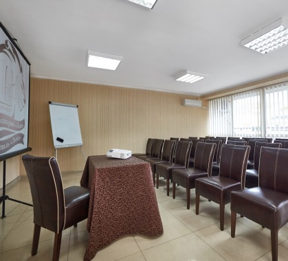 Conference room to 30 people